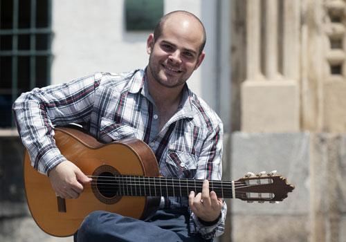 Entrevista al guitarrista Alberto López, ganador del III Certamen Andaluz de Jóvenes Flamencos.