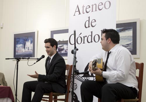 Bernardo Miranda y 'El Juani', en la final del I Premio 'Agustín Gómez' de flamenco del Ateneo de Córdoba. Foto: Miguel Valverde.