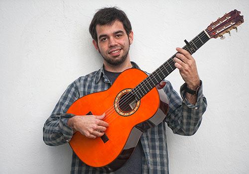 El guitarrista extremeño Javier Conde en el Conservatorio de Córdoba. Foto: Toni Blanco.