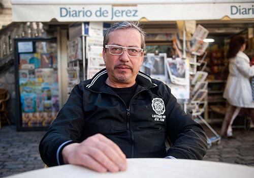 Javier Latorre en los aledaños del Teatro Villamarta de Jerez. Foto: Toni Blanco.