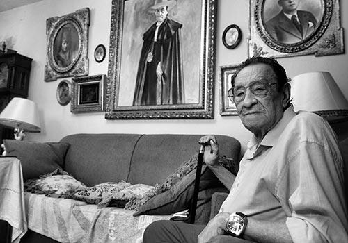 El maestro Antonio Mondéjar en su vivienda de la Casa de Las Campanas. Foto: Toni Blanco.