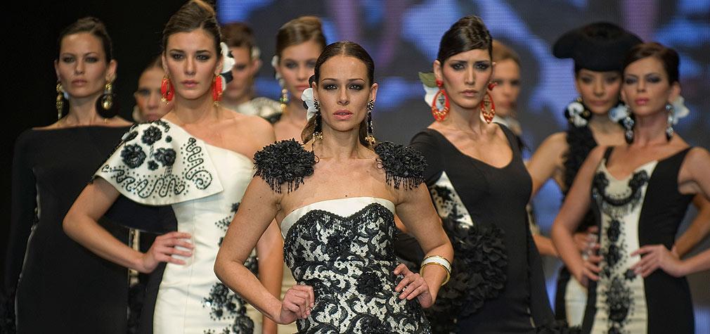 Desfile de Juana Martín en en el Salón Internacional de la Moda Flamenca (Simof 2012). Foto: Toni Blanco.