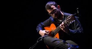 Concierto del guitarrista Javier Conde en la Gala de Navidad de la Cátedra de Flamencología de Córdoba.  Foto: Miguel Valverde.