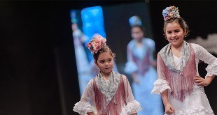 Colección de moda flamenca infantil de Pilar Villar en la Pasarela Flamenca de Jerez 2016. Foto: SIC Fotógrafos.
