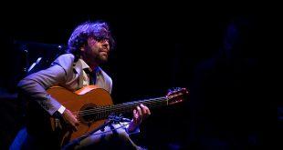Daniel Casares, en uno de los momentos de su concierto en el Gran Teatro de Córdoba. Foto: Miguel Valverde.