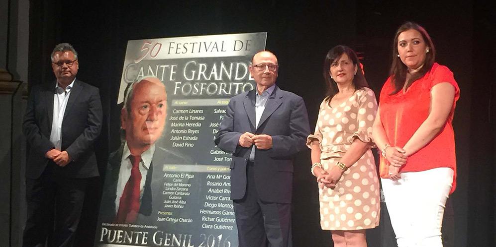 El maestro Antonio Fernández 'Fosforito' y autoridades locales, en el acto de presentación del cartel del 50º Festival de Cante Grande Fosforito. Foto: cordobaflamenca.com