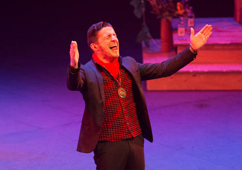 David Palomar en uno de los momentos de su espectáculo en el Teatro Central de Sevilla. Foto: Adam Newby.