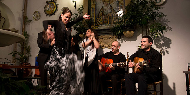 Flamenco en Córdoba - Flamenco córdoba spain - Cenas con Flamenco -Flamenco en Patios de Córdoba - Dinner with Flamenco - Tablao Flamenco en Córdoba - Flamenco Experiences - Experiencias de Flamenco