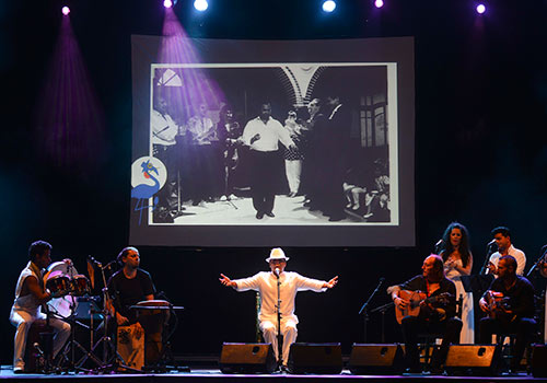 El Pele fue el artista encargado de abrir la sexta edición de la Noche Blanca del Flamenco en Las Tendillas. Foto: Toni Blanco.