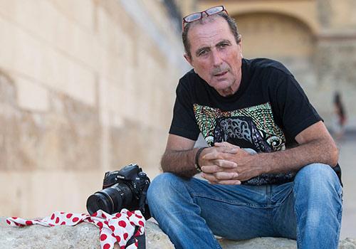 Toni Blanco posa en la Puerta del Triunfo. Foto: Miguel Valverde.