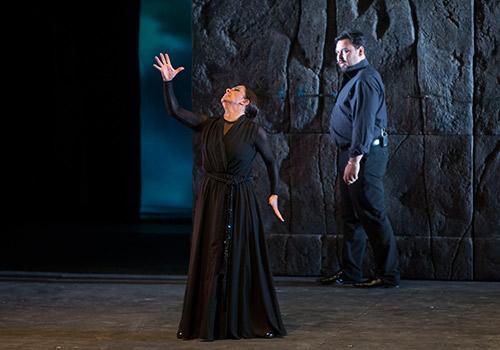 Eva Yerbabuena y José Valencia en uno de los momentos del espectáculo. Foto: Miguel Valverde.