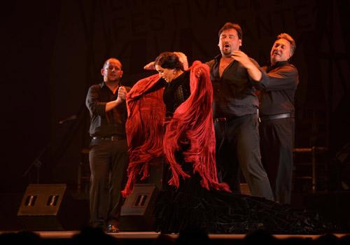 Uno de los momentos del espectáculo de Eva Yerbabuena. Foto: Toni Blanco.