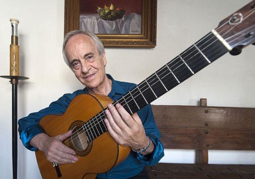 Paco Peña posa para una reciente entrevista concedida a www.cordobaflamenca.com. Foto: Toni Blanco.