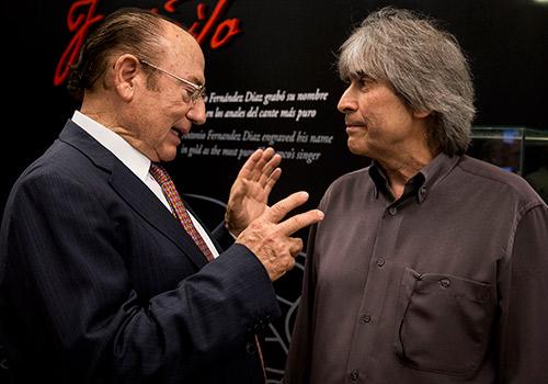Antonio Fernández 'Fosforito' y Luis de Córdoba dialogan en el acto de inauguración del Centro Flamenco Fosforito. Foto: M. Valverde.