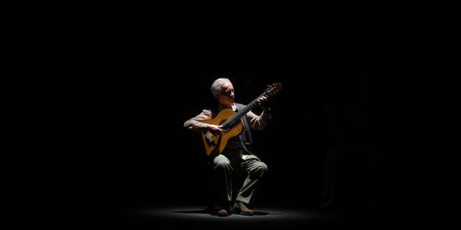 Paco Peña, en uno de los momentos de su espectáculo 'Patrias'. Foto: Miguel Valverde.
