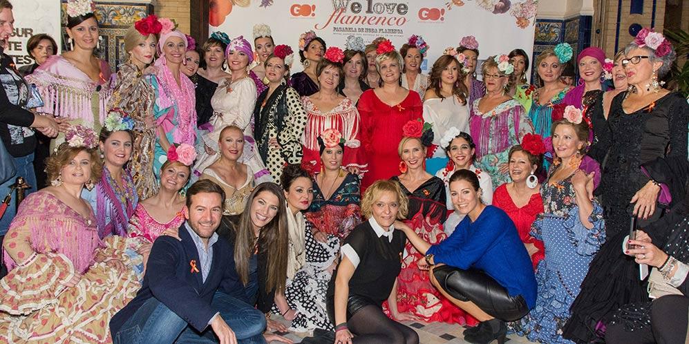 Foto de familia tras el desfile a beneficio de la Fundación Sandra Ibarra en We love Flamenco 2017.