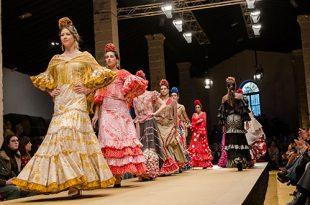 Desfile benéfico de moda flamenca a beneficio de la Hermandad del Rocío en la Pasarela Flamenca de Jerez. Foto: Christian Cantizano.