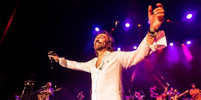 Antonio Carmona, líder de ketama en uno de los conciertos de 'No estamos locos Tour'. Foto: Diego López.