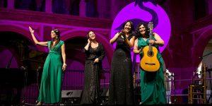 Actuación del grupo Mujeres Mediterráneas en el Compás de San Francisco. Foto: Elena de la Cuesta.