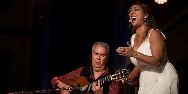 Esperanza Fernández y Miguel Ángel Cortés, en la Plaza del Potro en la Noche Blanca del Flamenco 2019. Foto: M. Valverde