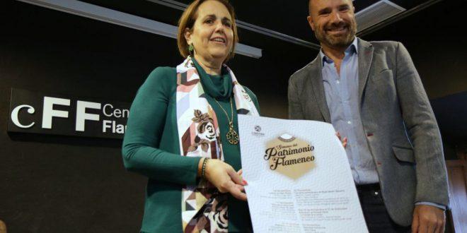La teniente de alcalde de Cultura, Blanca Torrent, junto al coordinador del Centro Flamenco Fosforito, Rafael Castejón, en la presentación de la programación de la 'Semana del Patrimonio Flamenco'. Foto: Rafa Mellado.