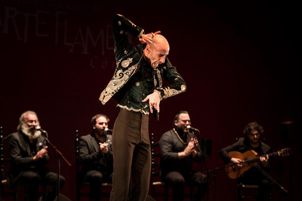 La bailaor Hugo López, durante uno de los momentos de su actuación en la final del Concurso Nacional de Arte Flamenco de Córdoba 2019. Foto: M. Valverde.