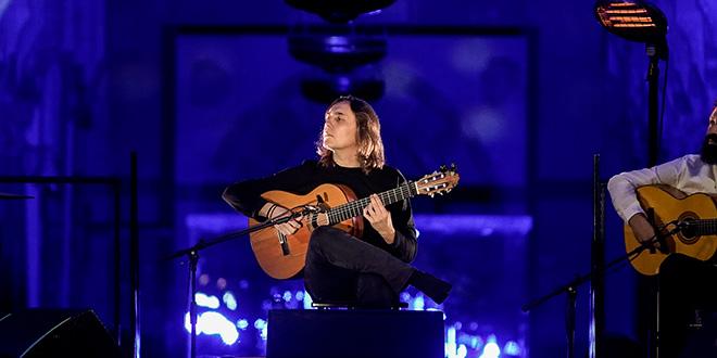 Vicente Amigo, en uno de los momentos de su concierto en la Mezquita-Catedral de Córdoba. Foto: M. Valverde.