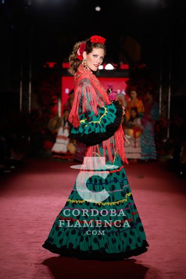 'Canela y fuego' es la nueva colección que la diseñadora Rocío Peralta ha presentado en la pasarela de moda flalmenca 'We love Flamenco' 2020. Foto: Chema Soler.