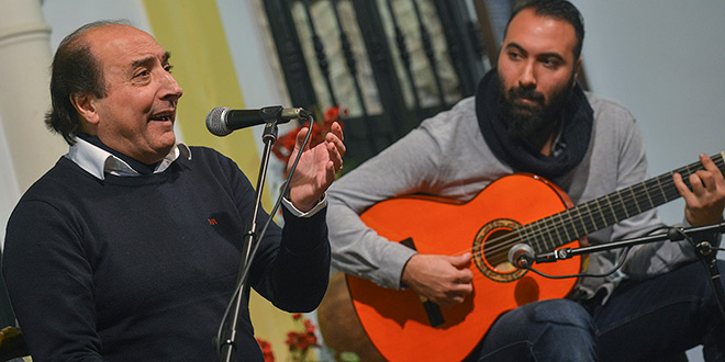 José Antonio Plantón 'El Calli' junto a su hijo Lolo Plantón, en una actuación en la Peña Flamenca Manolo Caracol de Montalbán. Foto: Toni Blanco.
