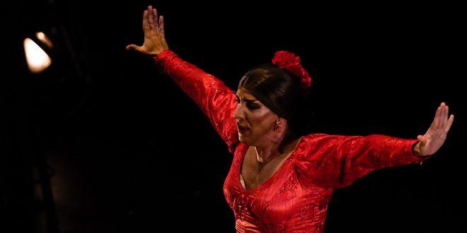 El bailaor Manuel Lñán, en el inicio de su espectáculo ¡Viva! en el Gran Teatro de Córdoba. Foto: Festival de la Guitarra de Córdoba