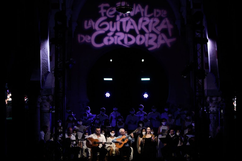El guitarrista Paco Peña protagonizó el espectáculo de clausura del 40º Festival de la Guitarra de Córdoba. Foto: Festival de la Guitarra.